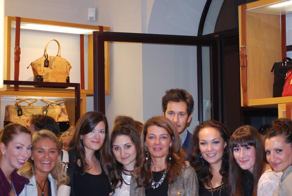 Le blogger con Daniela Tamberlani di Revlon durante la VFNO di Roma 13.09.2012